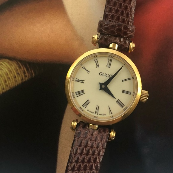 330a9f9b48d Gucci Accessories - Vintage 1980s Gucci Brown Leather Ladies Watch ⌚️